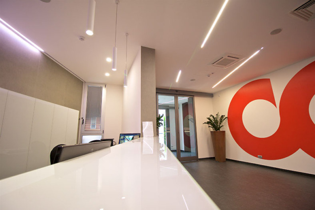 Revamping atrio Coop Italia - banco reception in vetro